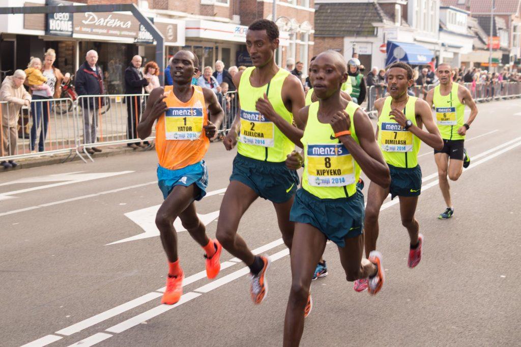 مردی در حال دویدن